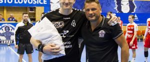 Jan Landa dnes převzal poděkování za reprezentaci klubu v rámci ME mužů v Chorvatsku.